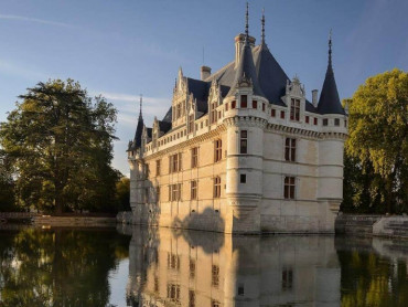 Loire Valley small group Chateaus day tour Azay le Rideau, Langeais, Villandry gardens & organic wine tour/tasting - Wed & Sat