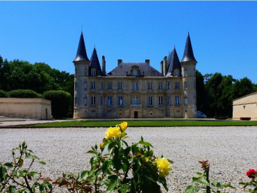 Bordeaux small group Grands Crus wine tour, 3 wine tasting in Medoc, Pauillac, Margaux, Saint Julien, expert tour guide 7/7